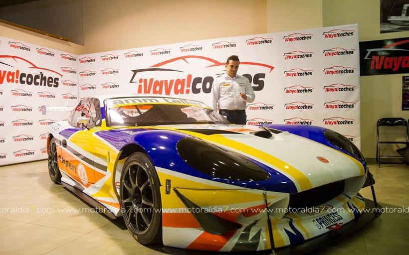 Jonathan García presentó su nuevo vehículo