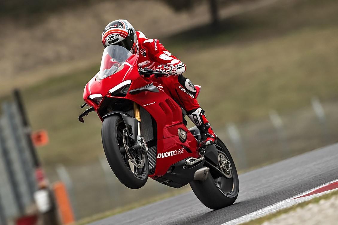 La Panigale V4 R es una moto de carreras