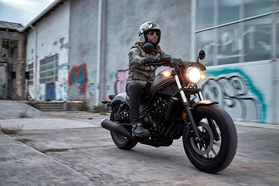 Si tienes para un café, tienes para una moto Honda